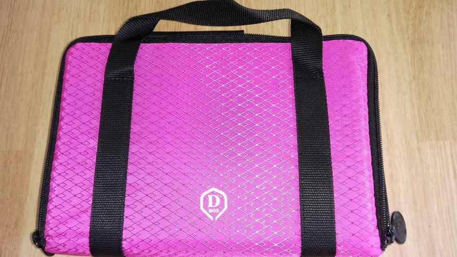 Pouzdro pro šipky Master D box One80 růžové